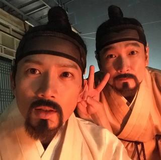 【G公式】俳優チソン、チョ・スンウとの愉快な2ショットを公開。