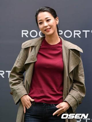 女優ハン・ゴウン、ROCKPORTのコレクションローンチイベントに出席。11日午後、ソウル汝矣島IFCモール。