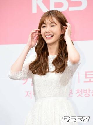 SHINHWA エリックの妻ナ・ヘミ、KBS週末ドラマ「1人だけの私の味方」の制作発表会に出席。12日午後、インペリアルパレスホテル。