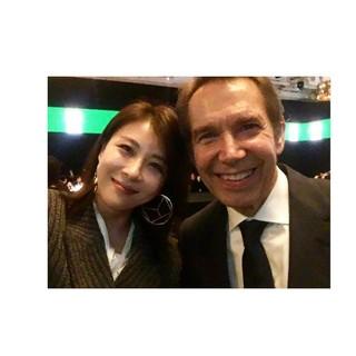【g公式】女優ハ・ジウォン、JeffKoons氏との写真を公開。