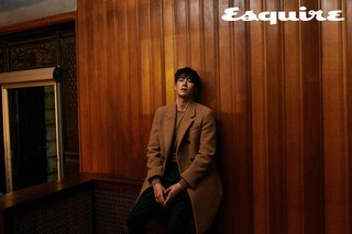 俳優キム・ヨングァン、画報公開。「Esquire」。