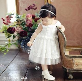 俳優イ・ドンゴン 女優チョ・ユンヒ夫妻、9カ月の娘ロアちゃんを公開。
