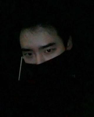 俳優 イ・ジョンソク、年末の「演技大賞」受賞以降、初挨拶。 (1枚)
