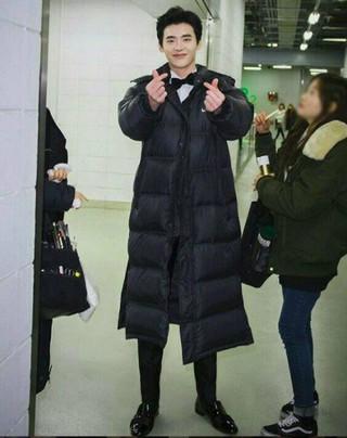 俳優イ・ジョンソク、授賞式のビハインド公開。「MBC演技大賞」の時。 (1枚)