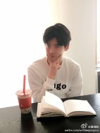 俳優イ・ジョンソク、SNS更新。 (1枚)