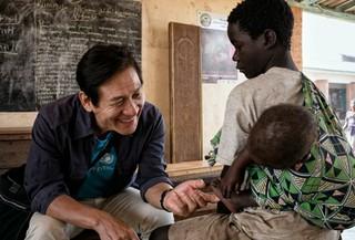 俳優アン・ソンギ、ボランティア活動でアフリカマラウイへ。 (1枚)