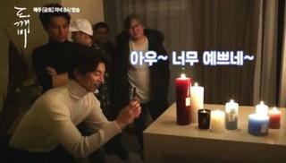 俳優コン・ユ がドラマ「鬼」撮影現場で撮った女優キム・ゴウン。「ワウ〜可愛すぎる〜」。 (2枚)