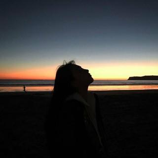 KARA 出身  ジヨン 知英 JY、海辺でカタワレ時。「君の名は。」。。 (3枚)