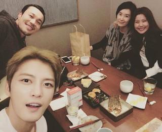 女優イ・ユンミ、SNS更新。ジェジュン(JYJ) らとドラマ「トライアングル」の親睦会。