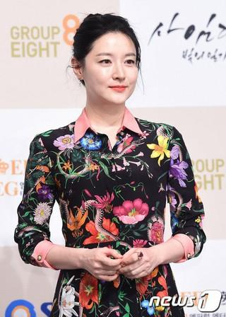 女優イ・ヨンエ、SBSドラマ「師任堂(サイムダン)、色の日記」の制作発表会に出席。 (2枚)