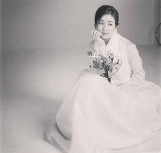 女優カン・ソラ、SNS更新。韓服姿で旧正月の挨拶。 (1枚)