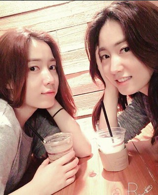 T-ARA 出身ファヨン、女優リュ・ヒョヨン 姉妹、双子ショット公開。
