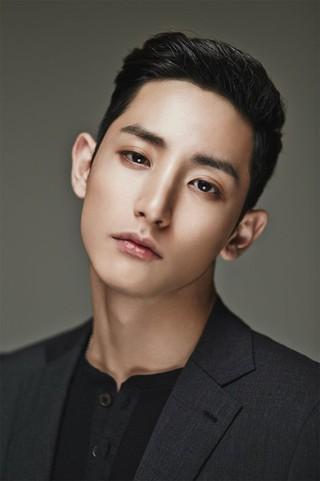 俳優イ・スヒョク、YGへの「移籍説」。YG所属のBIGBANG G-DRAGONの親友、T.O.Pとも仲良し。 (4枚)