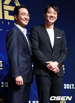 俳優ハン・ソッキュ、映画「プリズン」制作報告会に参加。ソウル、CGV狎鴎亭(アックジョン)。映画「シュリ」からドラマ「浪漫ドクター キム・サブ」まで、韓国芸能界の名俳優。