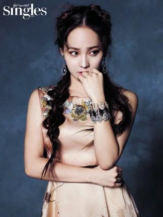 「第1世代の妖精」S.E.S. ユジン、画報公開。雑誌「Singles」。