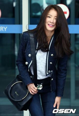 女優イ・シヨン、画報撮影のためフランス・パリへ出国。 (4枚)