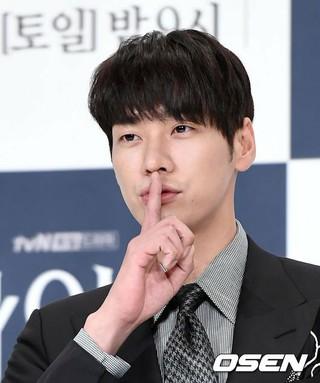 俳優キム・ヨングァン、tvNドラマ「ナインルーム」制作発表会に出席。2日午後、ソウル・TIMES SQUAREアモリスホール。