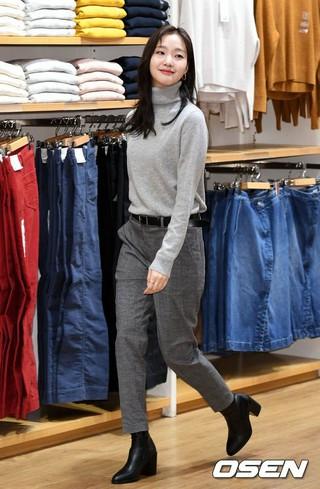 女優キム・ゴウン、ソウル明洞ユニクロ中央店「ユニクロカシミアスペシャルゾーン」オープンイベントに出席。