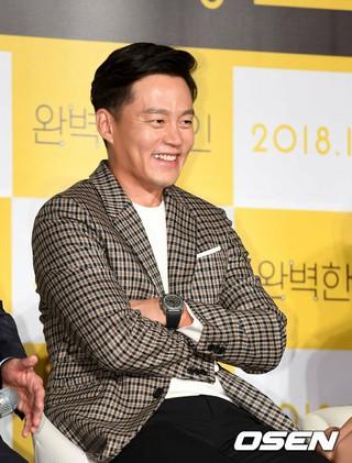 俳優イ・ソジン、映画「完璧な他人」制作報告会に出席。