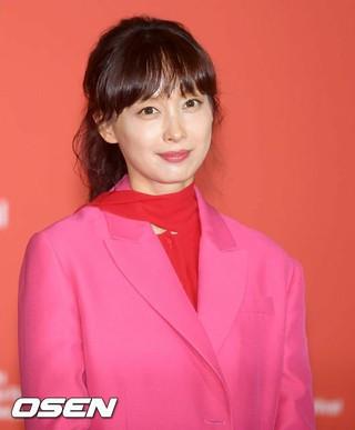 女優イ・ナヨン、第23回釜山国際映画祭・開幕作品「ビューティフルデイズ」記者会見に出席。