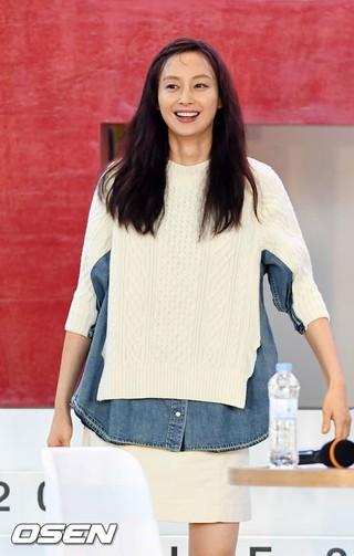 女優イ・ナヨン、映画「ビューティフルデイズ」の野外舞台挨拶に出席。5日午後、釜山・映画の殿堂。