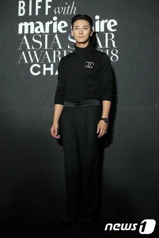 俳優チュ・ジフン、「marie claire アジアスターアワーズ」レッドカーペットイベントに出席。5日午後、釜山・海雲台グランドホテル。