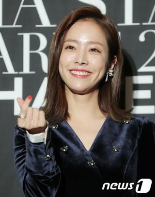 女優ハン・ジミン、「marie claire アジアスターアワーズ」レッドカーペットイベントに出席。5日午後、釜山・海雲台グランドホテル。