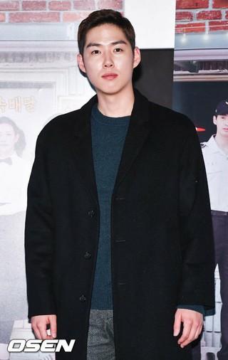 飲酒運転事故車に同乗の俳優ペク・ソンヒョン、謝罪。「外泊中に事故。軍人として物議を醸して申し訳ない。深く反省している」。