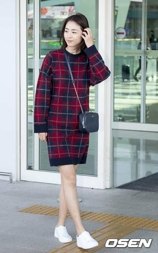 女優イ・ヨニ、画報撮影のためフランス・パリへ出国。