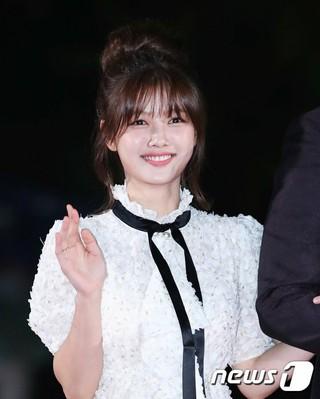 女優キム・ユジョン、「2018 APAN STAR AWARDS」レッドカーペットイベントに出席。13日午後、ソウル・慶熙大学平和の殿堂。