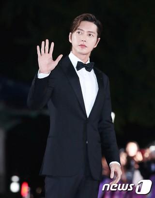 俳優パク・ヘジン、「2018 APAN STAR AWARDS」レッドカーペットイベントに出席。13日午後、ソウル・慶熙大学平和の殿堂。