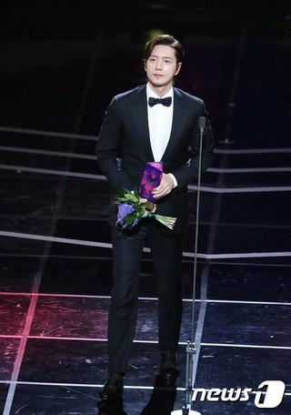 俳優パク・ヘジン、「2018 APAN STAR AWARDS」でグローバルスター賞を受賞。