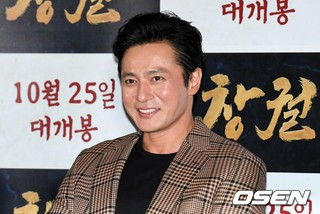 俳優チャン・ドンゴン、映画「猖獗(チョングォル)」メディア配給試写会に出席。
