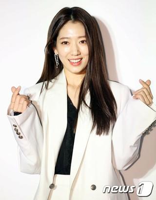 女優パク・シネ、「jain song 2019 S/Sコレクション」に出席。ソウル・KEBハナ銀行プレイスワン。