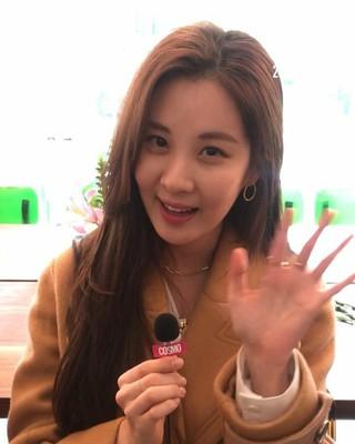 【g公式cos】 少女時代 出身ソヒョン、女優チェ・ガンヒ など、2019 SS ソウルファッションウィークでインタビュー。●SJYPショーの現場