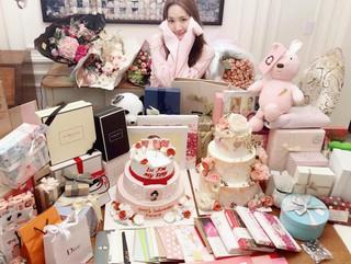 【g公式】女優パク・ミニョン、世界のファンからのプレゼントを公開。●甘い愛をたくさん頂き、今日はイチジクジャムを食べずに寝ます。