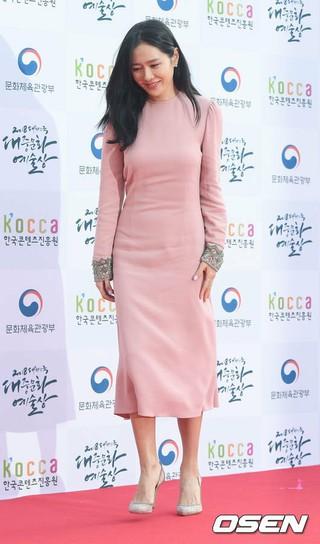 女優ソン・イェジン、2018大韓民国大衆文化芸術賞レッドカーペットに登場。24日午後、オリンピック公園オリンピックホール。