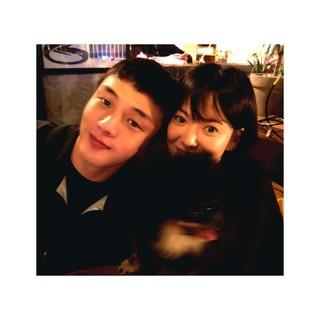 【g公式】女優ソン・ヘギョ、俳優ユ・アインとの2ショット写真を公開。「hongsick 作品で必ず会おう」。