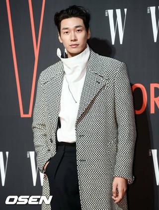 俳優キム・ヨングァン、「第13回W KOREA乳がん認識向上キャンペーン」のチャリティーイベントに出席。26日午後、ソウル・フォーシーズンズホテル。