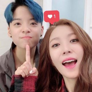 【g公式】f(x)Amber、金曜日に撮ったBoA とのツーショットを公開。●BoAは私が&quot&#59;「ヌナ」と呼ぶ唯一の人。※「ヌナ」とは男性が「お姉さん」と呼ぶ時の韓国語。。