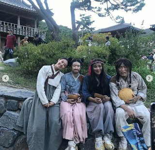 女優ナム・ジヒョン、ドラマ「100日の朗君様」ビハインドショットを公開。
