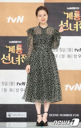 女優ムン・チェウォン、tvN新ドラマ「鶏龍仙女伝」制作発表会に出席。