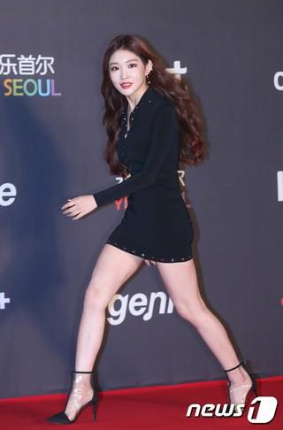 歌手チョンハ、2018MGA(MBC PLUS X genie music AWARDS)のレッドカーペットに登場。6日午後、仁川南洞体育館。