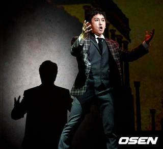 SHINHWA キム・ドンワン、ミュージカル「紳士のための愛と殺人の手引き」(A Gentleman&#39&#59;s Guide to Love & Murder)」プレスコール。