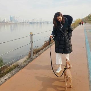 【g公式】女優カン・ソラ、SNS更新。散歩中。