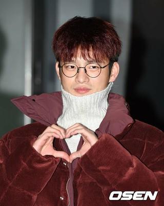 俳優ソ・イングク、ドラマ「空から降る一億の星」打ち上げに参加。22日午後、ソウル・汝矣島の飲食店。