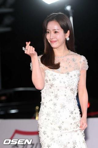 女優ハン・ジミン、「2018青龍映画祭」レッドカーペットおよびフォトウォールイベントに出席。23日午後、ソウル・慶熙大学平和の殿堂。