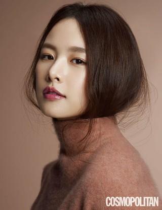 女優チョ・ユンヒ、画報公開。COSMOPOLITAN。