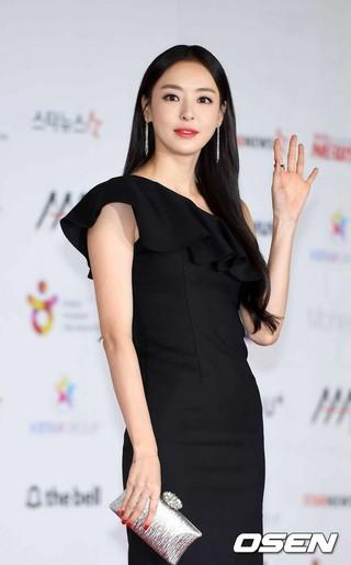 女優イ・ダヒ、「2018 Asia Artist Awards」レッドカーペットに登場。28日午後、仁川PARADISE CITY art space。
