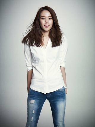 女優チョ・ユンヒ、SBSバラエティ「ハッピートゥゲザー4」新MCに抜てき。12月8日、収録予定。